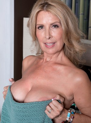 free-hot-milf-mature-gallery-sexfilm-italy