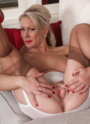 Mature Lady Pussy Picture 5