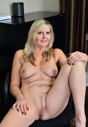 Hot MILFs Pussy and Sexy Naked Moms