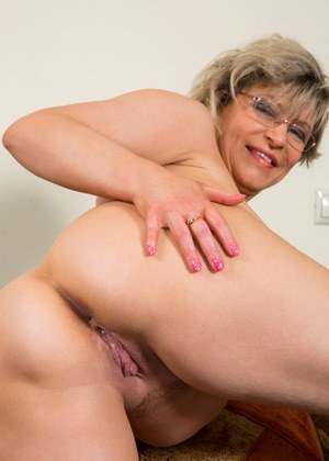 Big Ass MILFs and Sexy Naked Moms